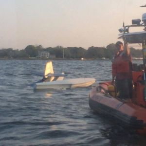 Seaplane crashes in Bayport
